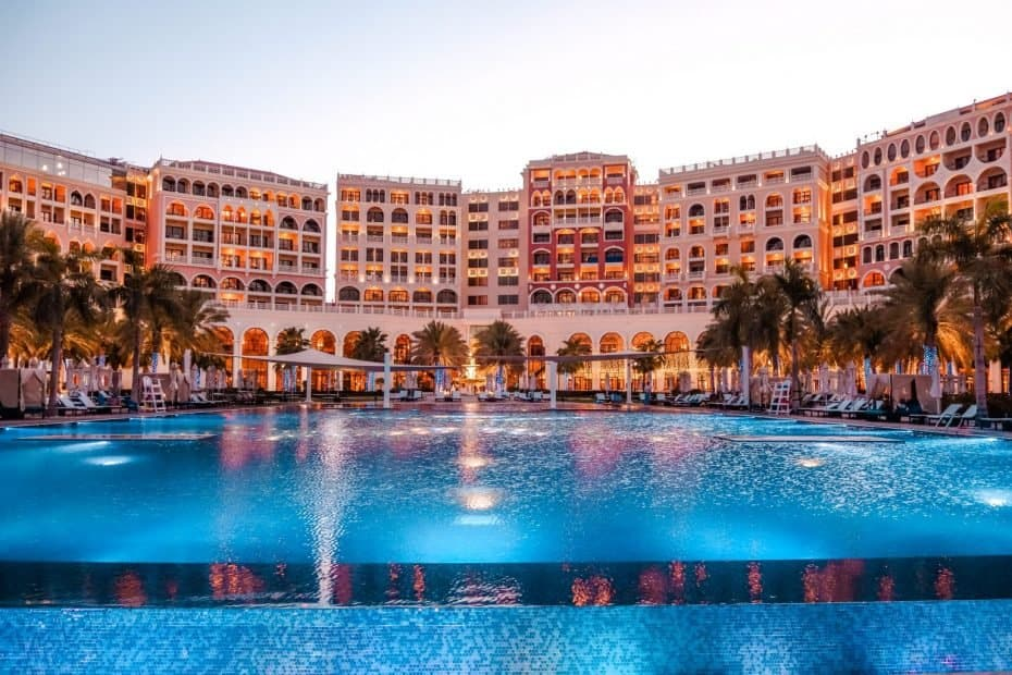 Piscina do Ritz Carlton Abu Dhabi