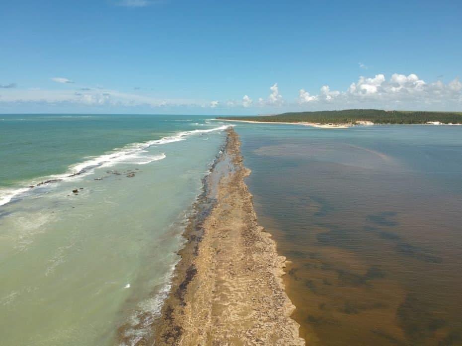 Encontro do Rio Roteiro com águas da Praia do Gunga Alagoas