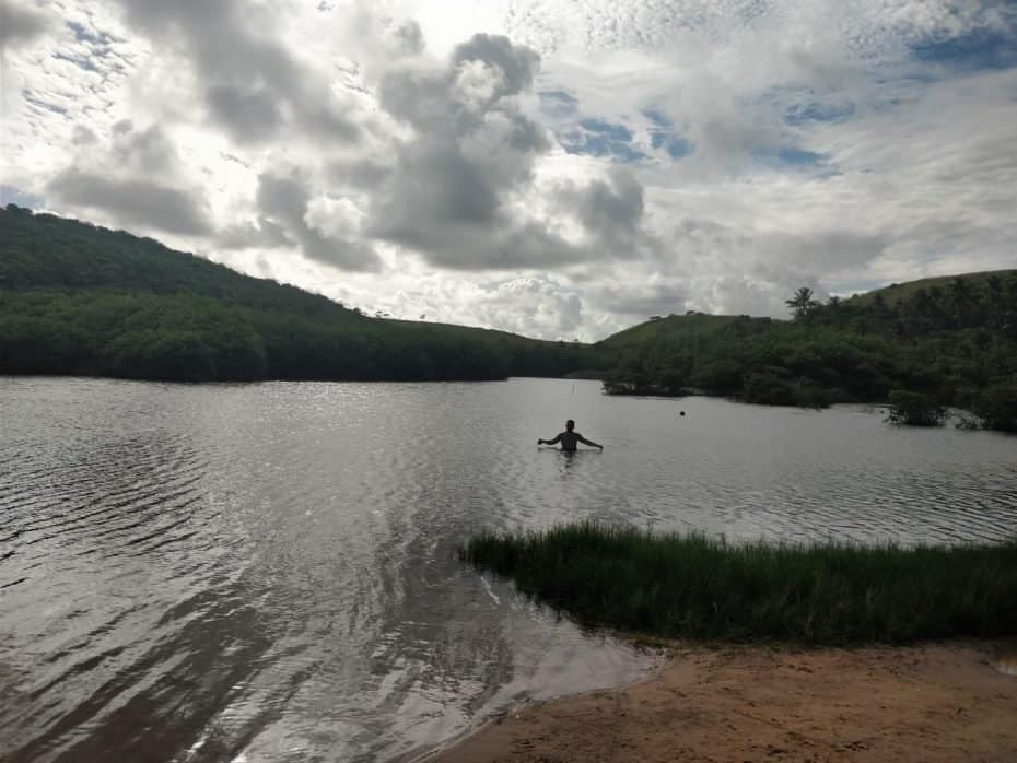 Banho de lagoa nas Falésias do Gunga