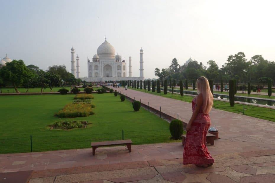 Jardim do templo bem cedo
