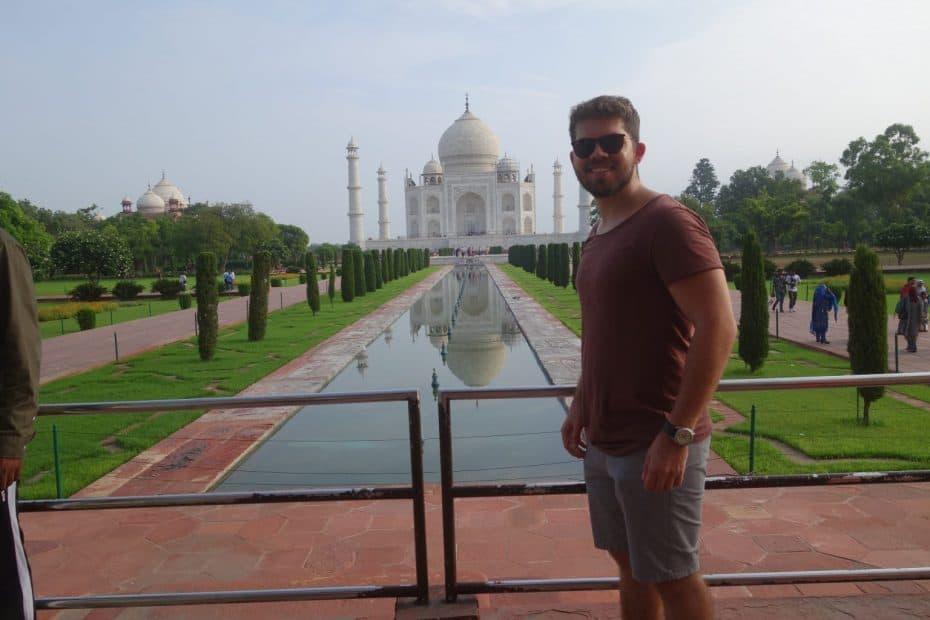 Espelho d'água no Taj Mahal, India