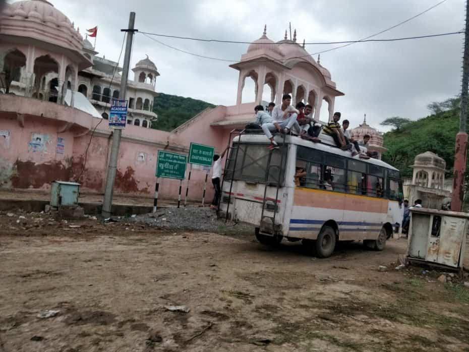Como é o ônibus na índia