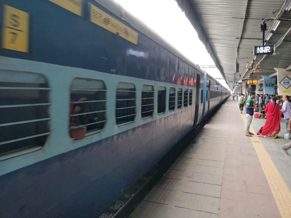 Como é viajar de trem para Índia