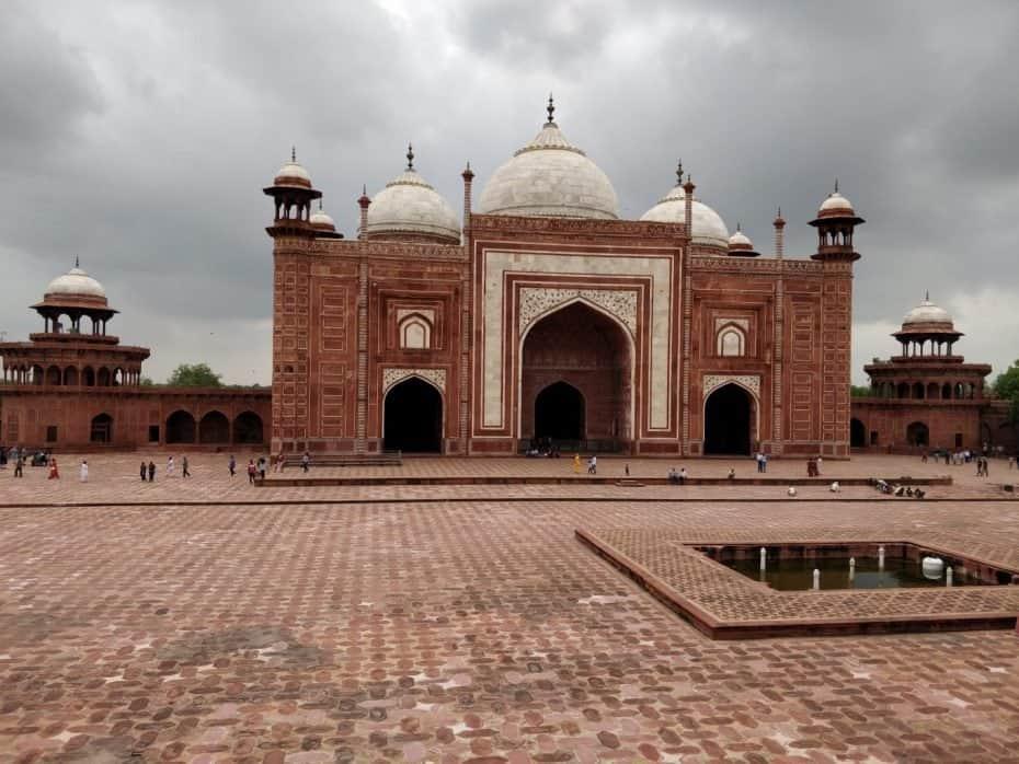 Uma das mesquitas ao lado do Taj Mahal, Agra, India