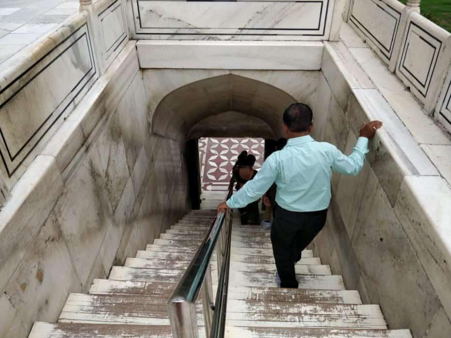 Escadaria para entrada na mesquita