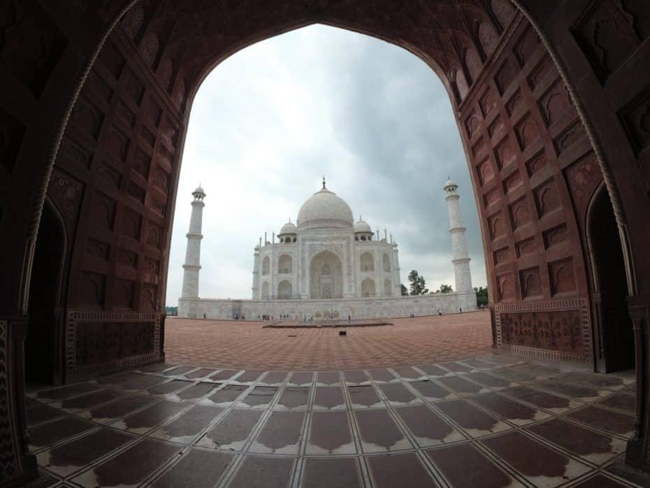 Vista do Taj Mahal a partir da mesquita Kau Ban Mosque