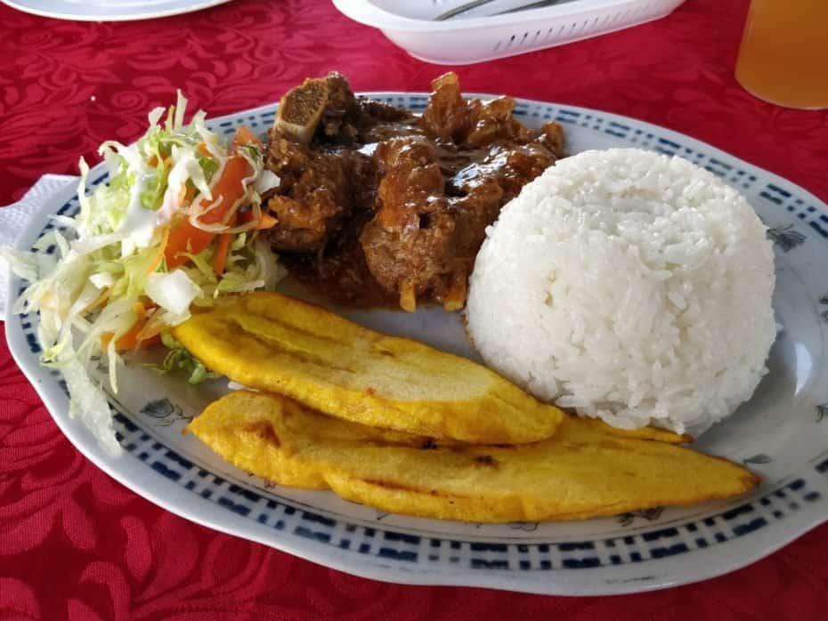 Almoço bom e barata em San Andres