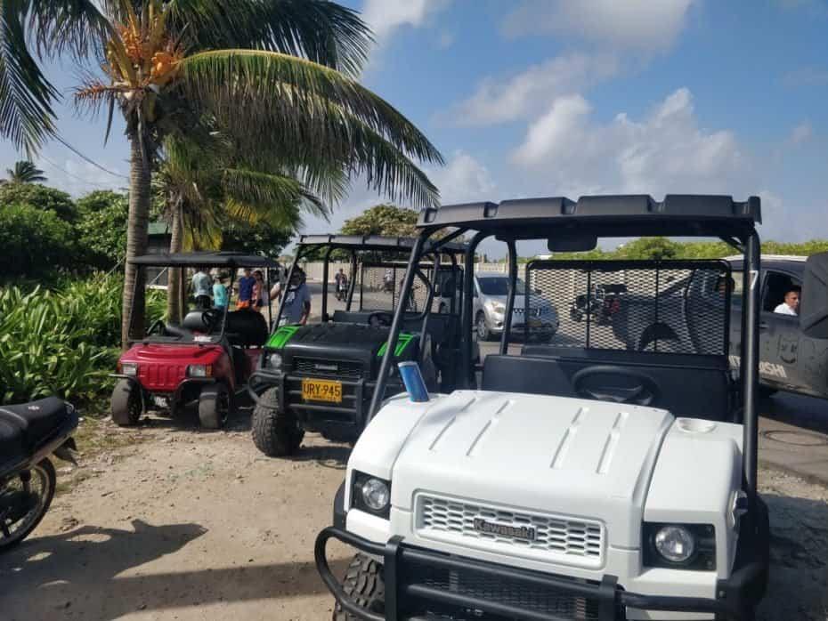 Mulas e carrinhos de golfe em San Andres