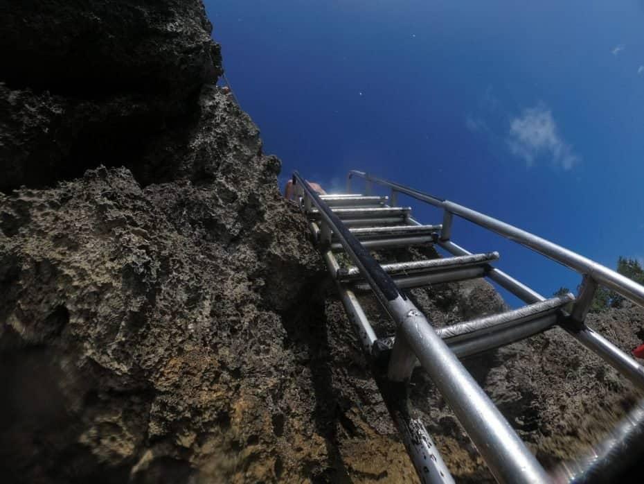 Escada para entrar na água em West View, San Andres