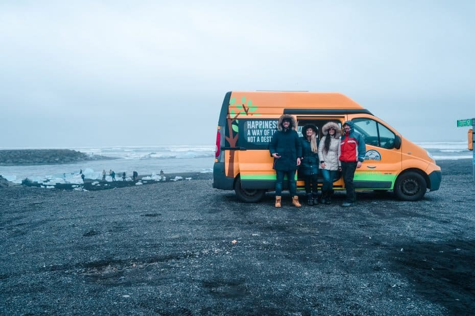 Campervan perto da Diamond Beach, Islândia