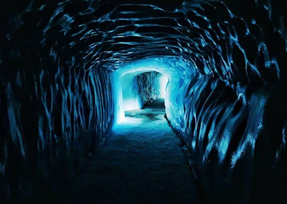 O que fazer na Islândia? Visitar as cavernas de gelo