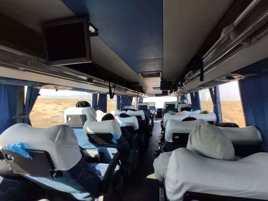 viajando de ônibus pela Namíbia
