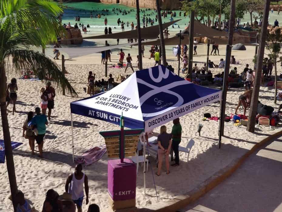 Praia artificial do parque aquático, Foto Paula Rocha