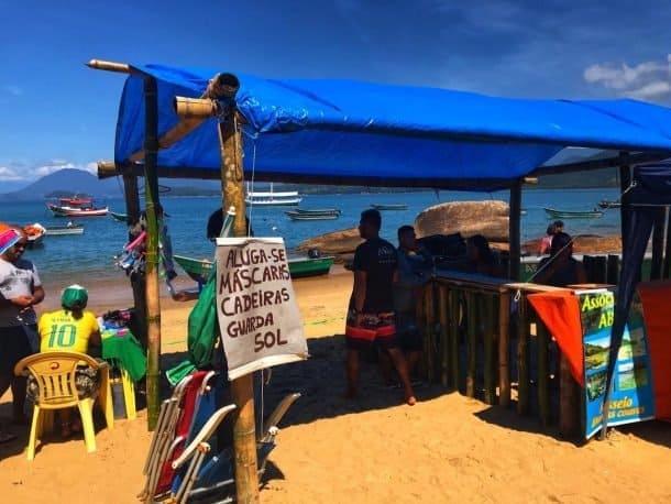 Aluguel de máscaras, snorkel, guarda-sol e cadeiras de praia.