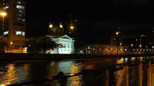 Recife vida noturna