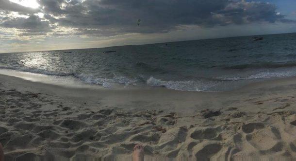 Praticante de kitesurf na Praia do Coqueiro