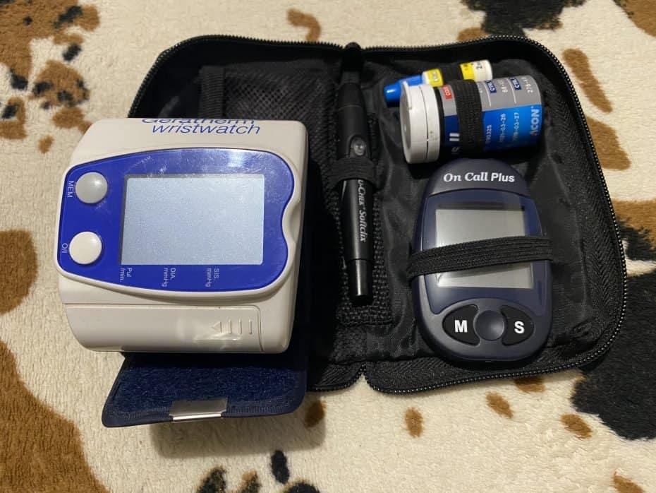 Aparelho de pressão e medidor de diabetes