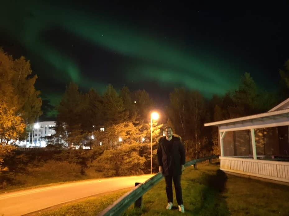 Aurora Boreal dentro na cidade de Rovaniemi