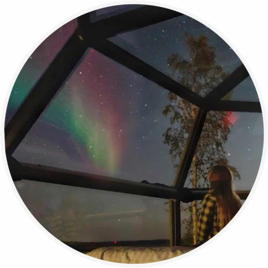 Aurora boreal no igloo da Finlândia
